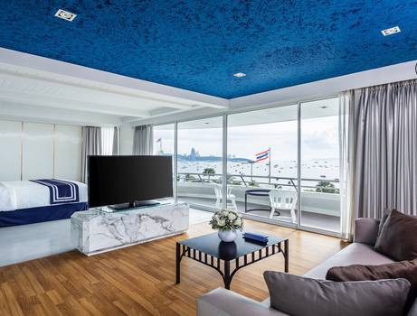 Ocean front suite  a-one the royal cruise pattaya